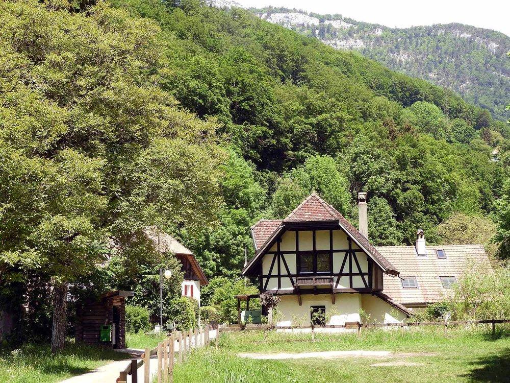 switzerland-saut-pont-brot-hike-walk-hiking-cottage.JPG