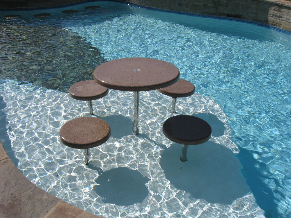 Removable bar stools & Table.JPG
