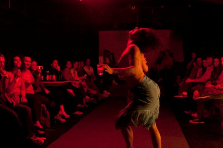 DOROTÉIA MATERIAL - Adaptação da obra de Nelson Rodrigues - Dança TeatroDIREÇÃO SANDRA NUNES1999 -Florianópolis