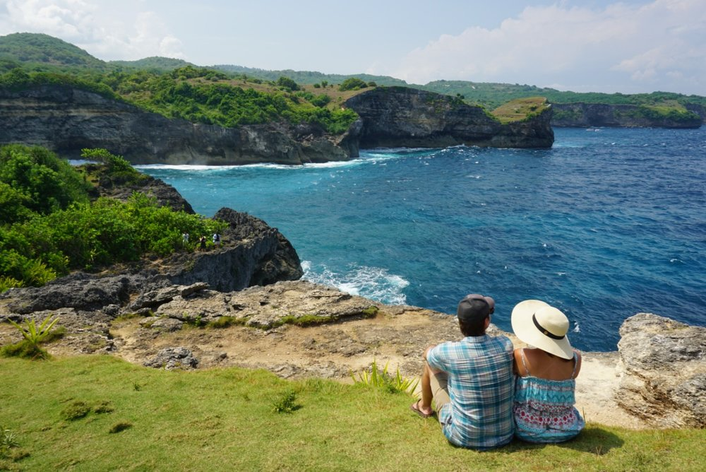 Couple at Broken Beach in Nusa Penida, Indonesia. boldlygotravel.com