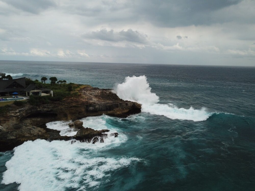 Waves during full moon hitting the sea cliff wall of Nusa Lembongan. boldlygotravel.com