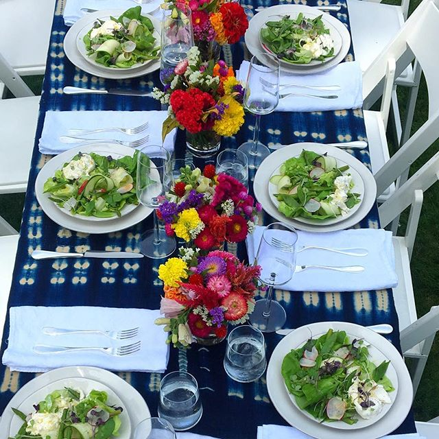 Wish it were the freakin' weekend and we were all eating this glorious lunch #alfresco #hedigerhabit #privatechef #freshaf #roseismissing #sweetsummertime #tablesetting #beautifulfood #beautifulplaces