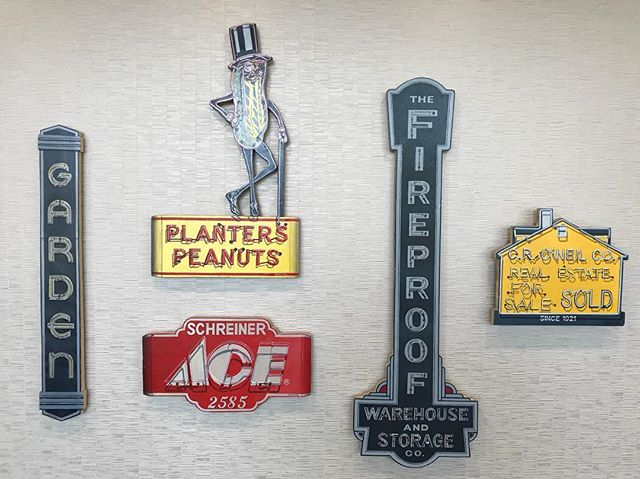 Tiny advertising paintings of Columbus signs by artist @amandahcook .  Amazing detail down to the neon glass and wiring. #vintageadvertising #vintagesigns #typehunter #typehunting #thetypehunterco #ohioquality
