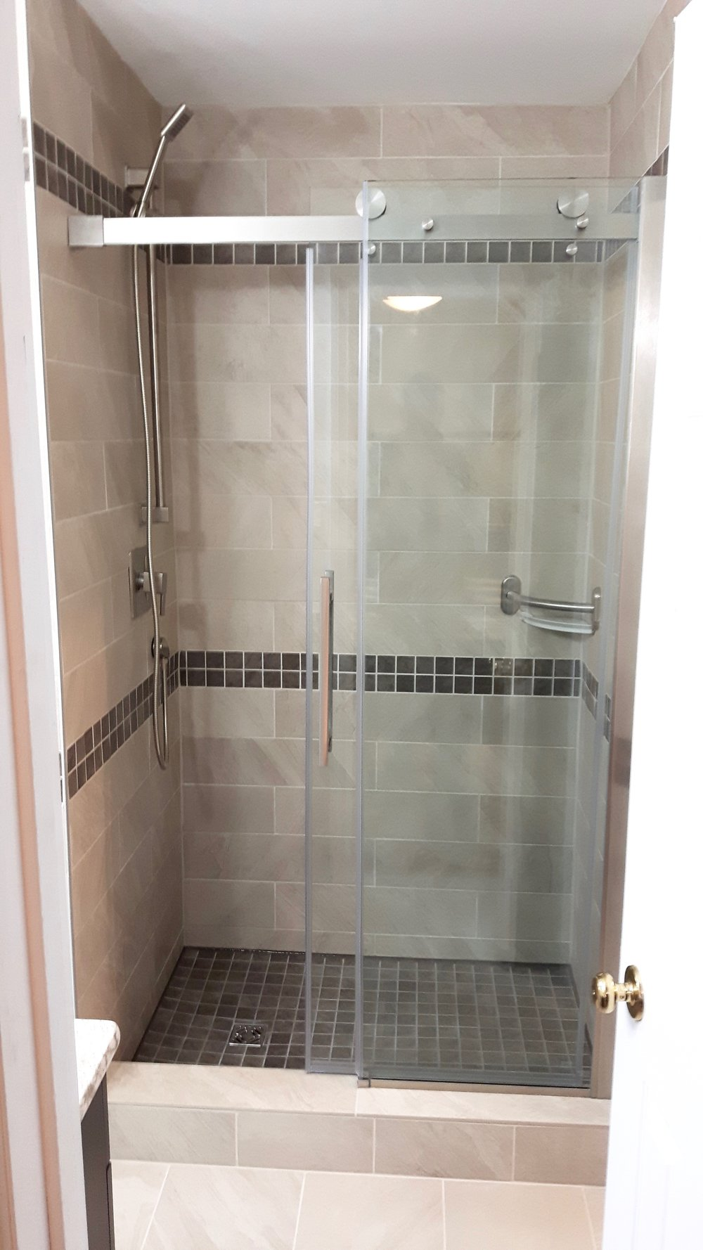 Shower stall with built-in bar/storage shelf