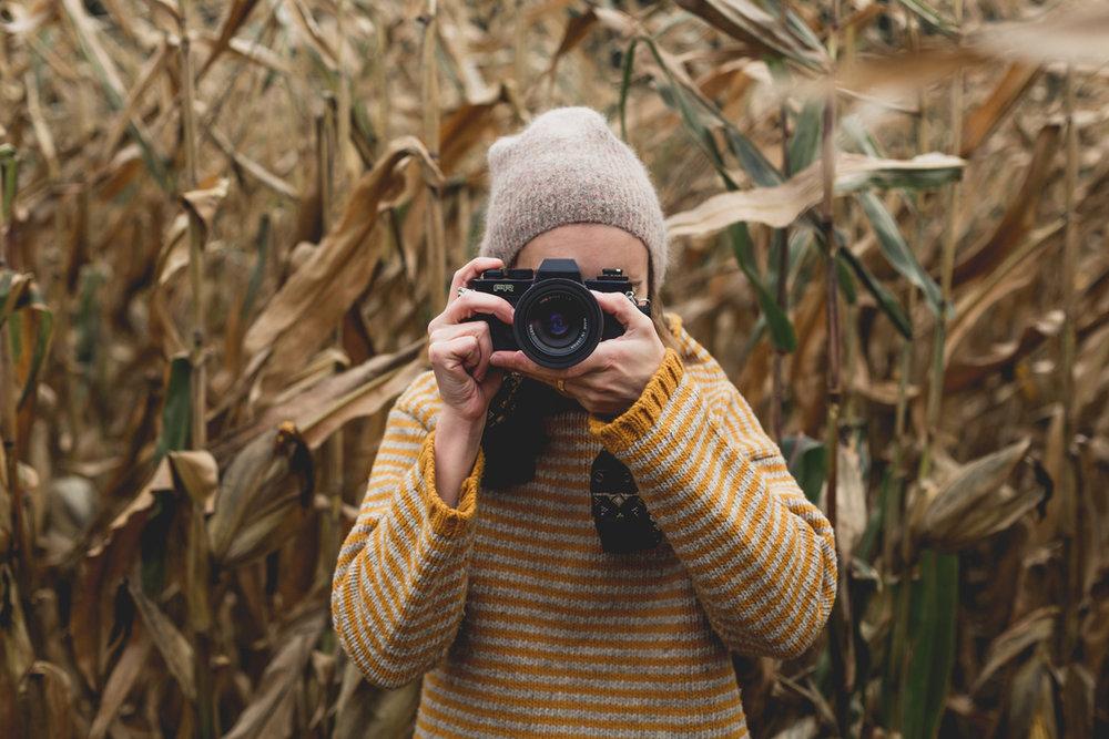 autumn-photographer-taking-picture kleiner.jpg