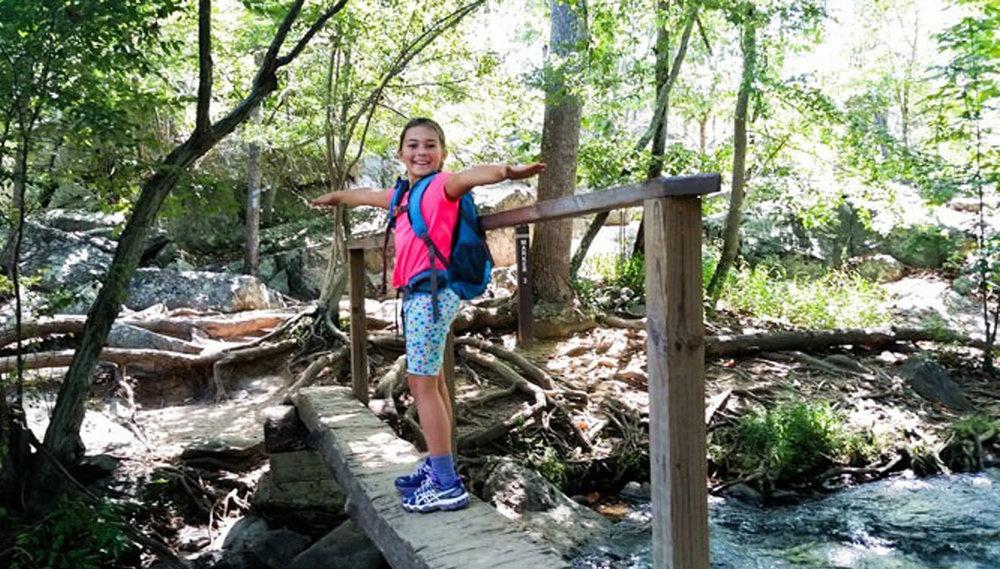hiking-girl at weir kleiner.jpg
