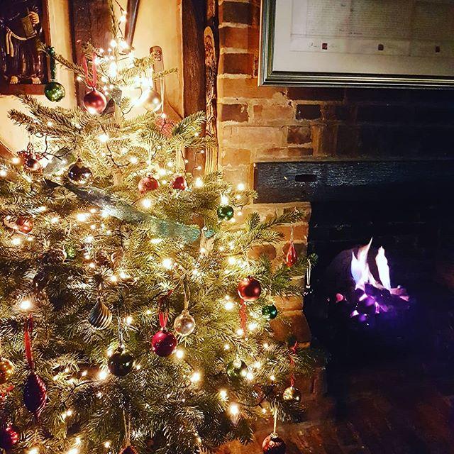 Starting to look very festive #christmas #surreyhills #pub #tree