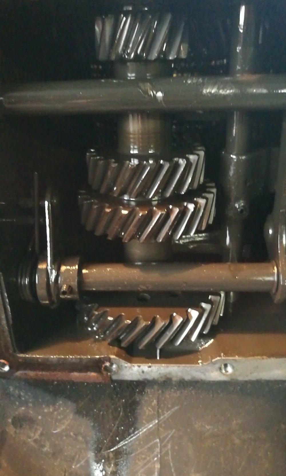 - et voilà a quoi ressemble l'intérieur d'une boîte de vitesse