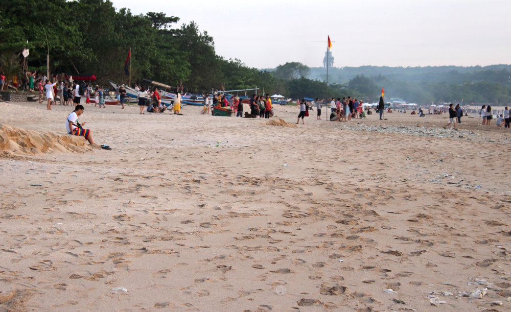 Jimbaran Beach filled with Plastic Trash :/