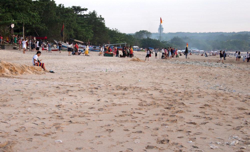 Jimbaran Beach filled with Plastic Trash :/