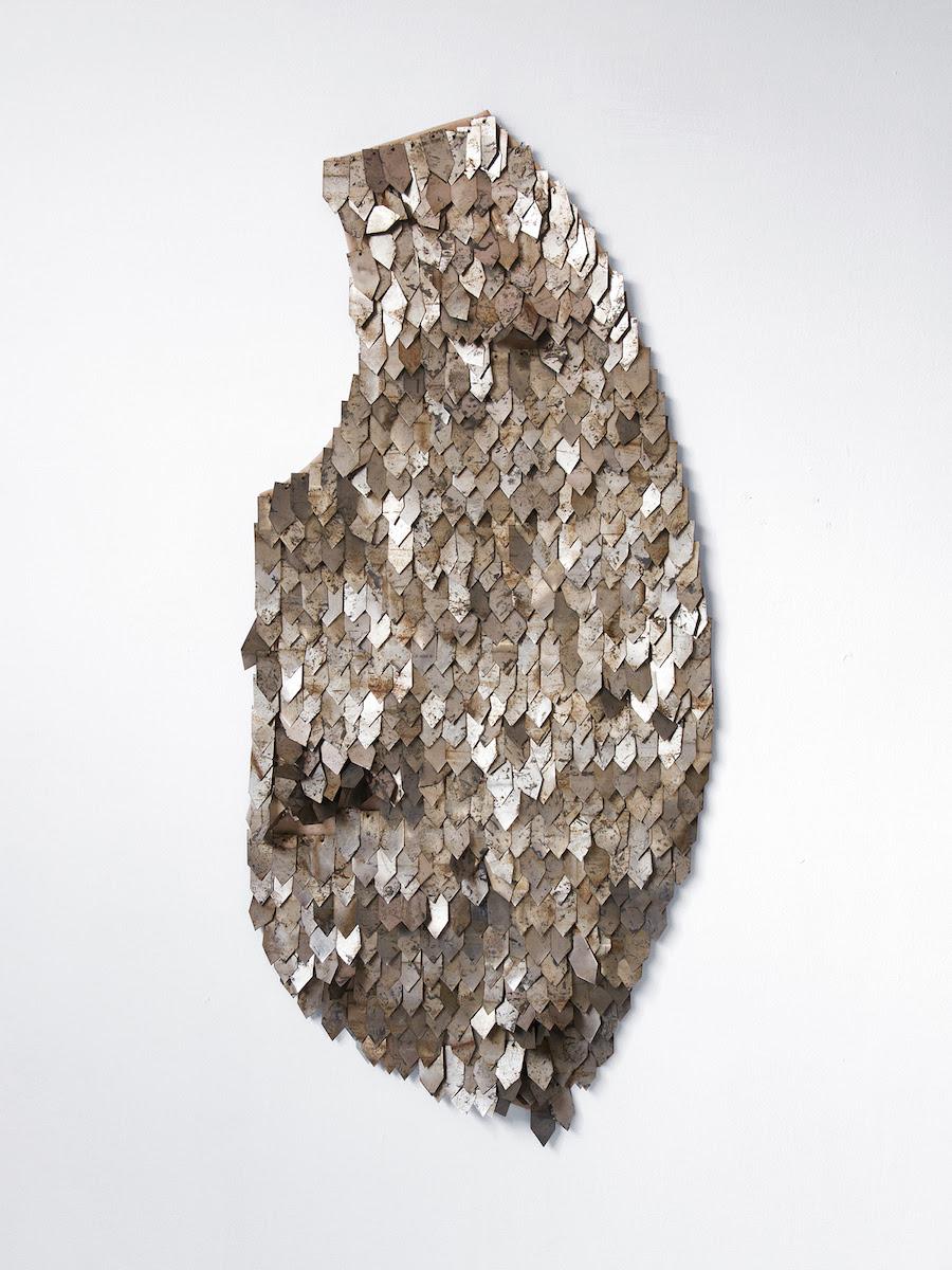 Fragmento de vestimenta II, 2018, Metal, canvas, wire (Lata, lona, alambre) 16in x 35in (41cm x 89cm)