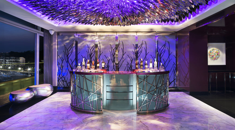 Extreme WOW Suite - Bar.jpg