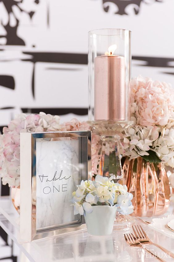 The hottest trend right now, marble and rose gold. This example from WedLuxe is gorgeous!