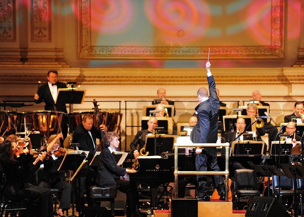 Steven Reineke conducting The New York Pops, Photo Credit: Johanna Weber