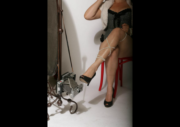 GoddessAngelique-legscrossed.png