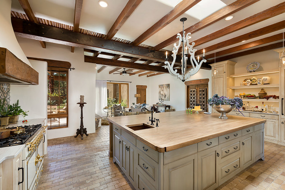 santa-fe-new-mexico-kitchen-breakfast-nook-interior-design-montgomery-home-2.jpg