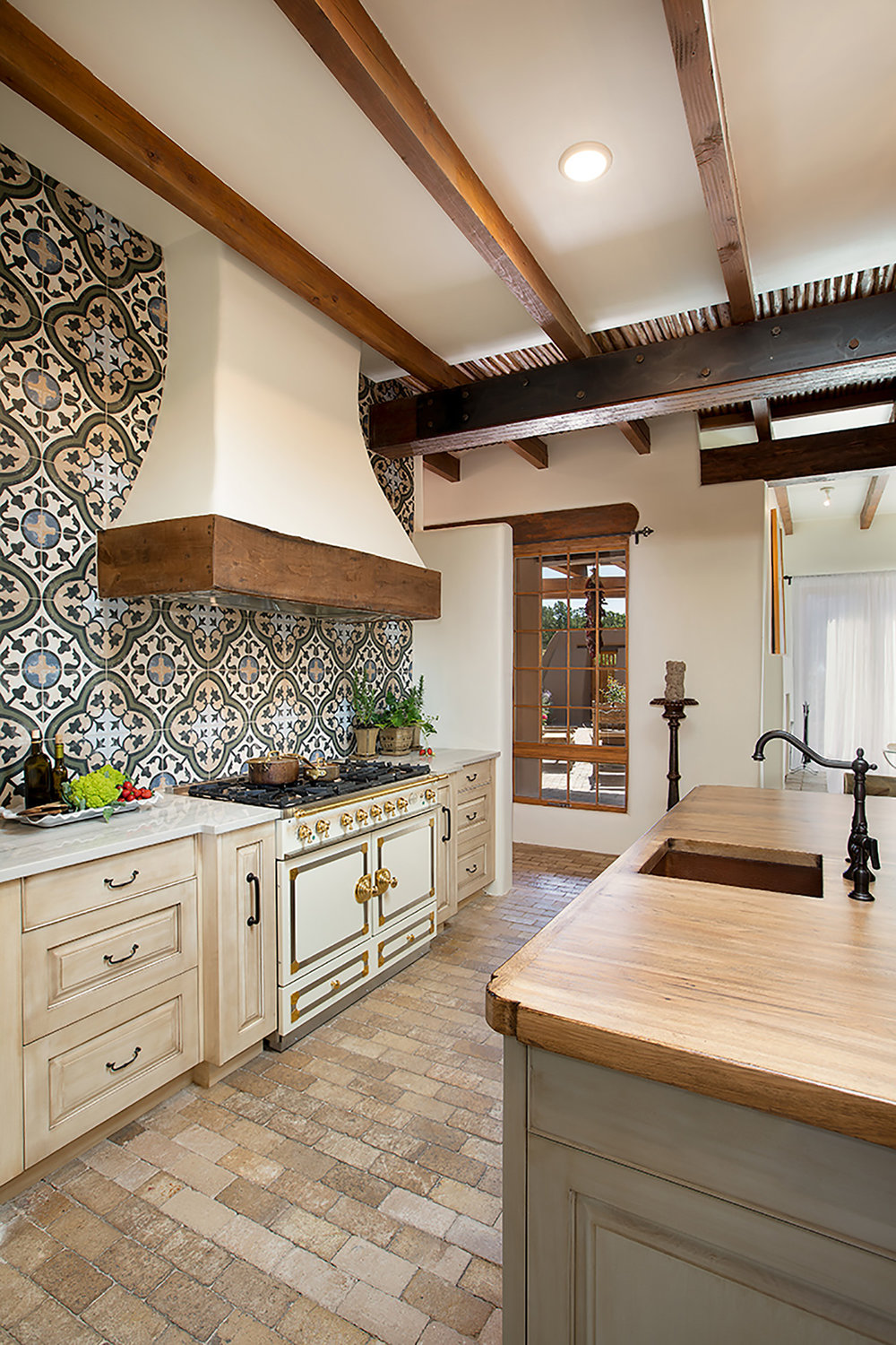 santa-fe-new-mexico-kitchen-breakfast-nook-interior-design-montgomery-home-3.jpg