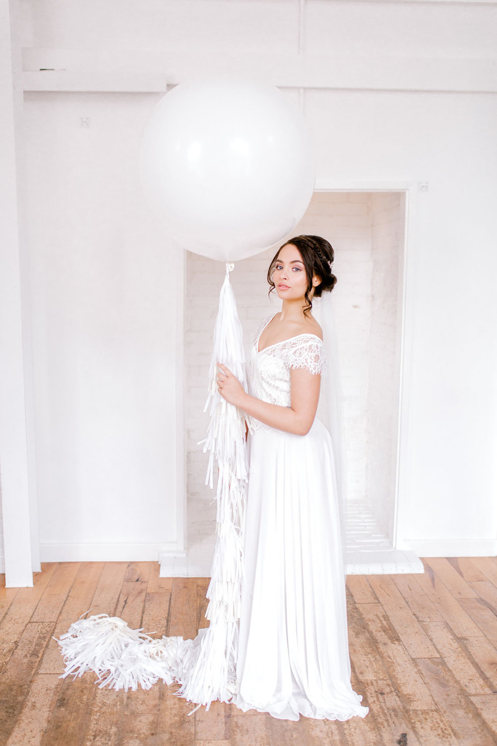 bridal shots - giant balloon - wedding day photography - essex wedding planner