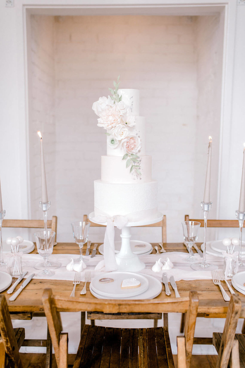essex-wedding-cake-designer-neutral-romantic-cake-design.jpg
