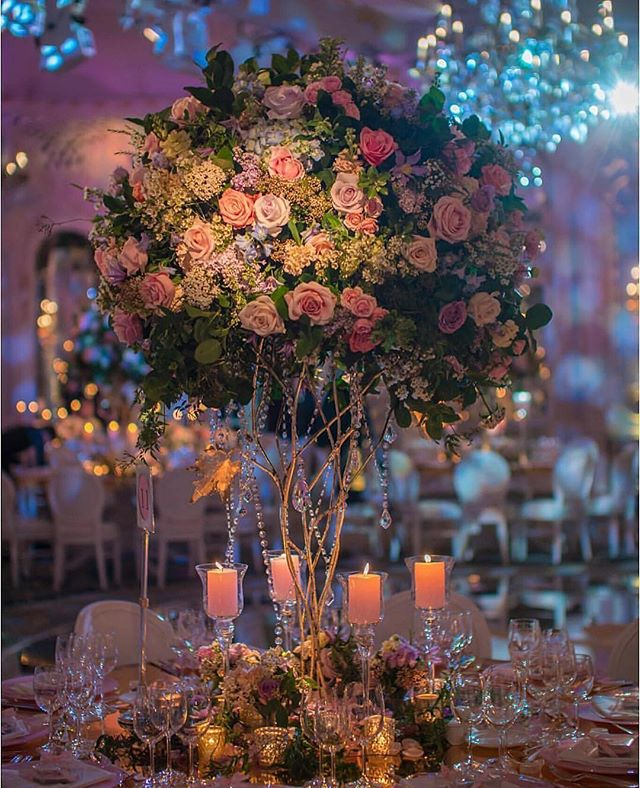 I love GRAND, dim, and romantic.  #floralinspo #floralinspiration #engaged #wedding #weddinginspiration #weddinginspo #lowlights #candlelit