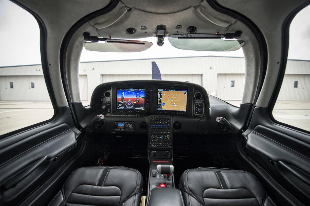G6 22T Wide Cockpit.jpg