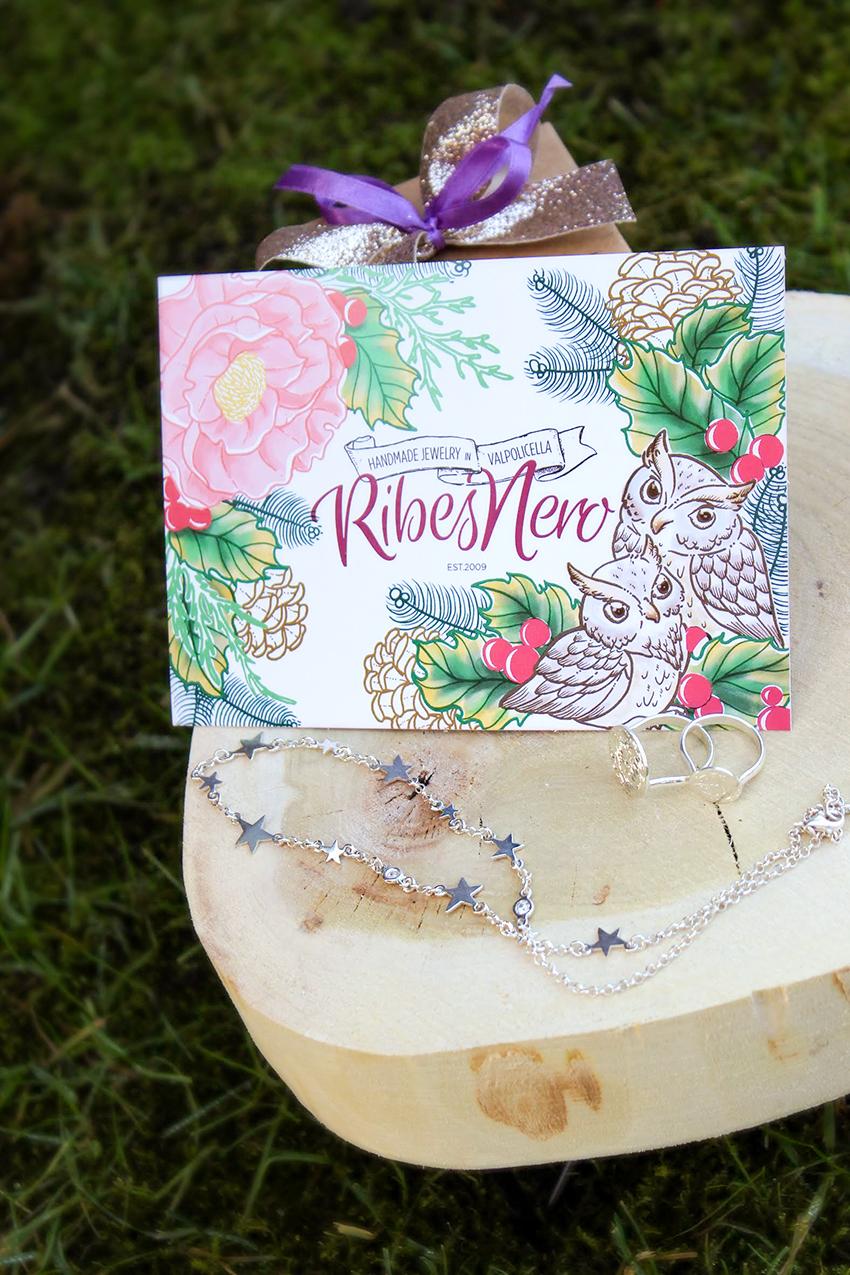 Biglietti di Natale personalizzati - Fai gli auguri in modo speciale ai tuoi clienti arricchendo le tue confezioni con una bella cartolina personalizzata con il tuo brand!