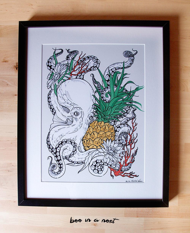 Un regalo di anniversario speciale - Sarà che sono una romantica, ma come si fa a non appassionarsi alla storia d'amore tra un polipo e un ananas? Grazie Benedetta per esserti affidata a me per sviluppare questa adorabile illustrazione!❤️🐙❤️