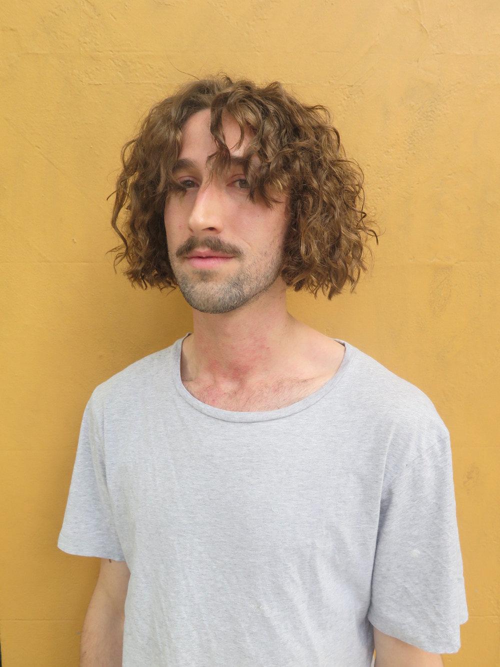 'Man bob' on curls