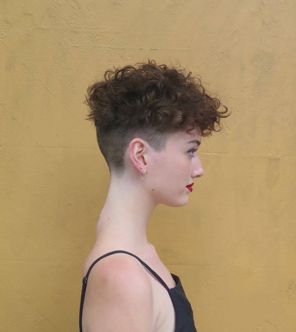 #Bowlcut on curls, side-on