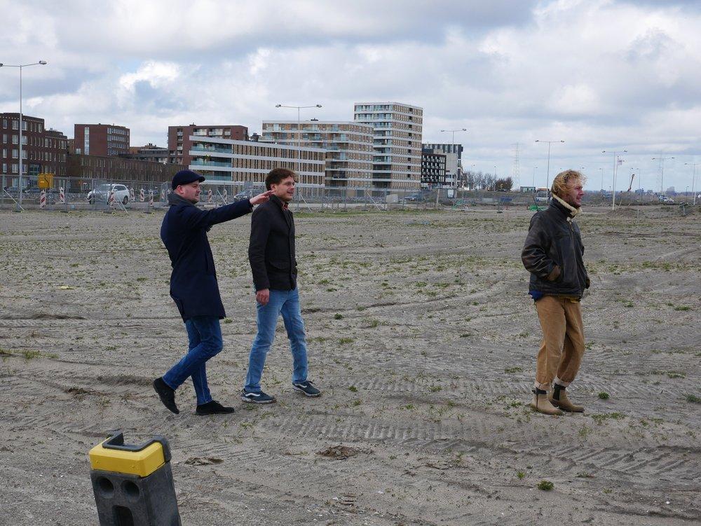 Just, Gerard en Pepijn op ons kavel op Centrumeiland. Foto: Cripta Scheepers