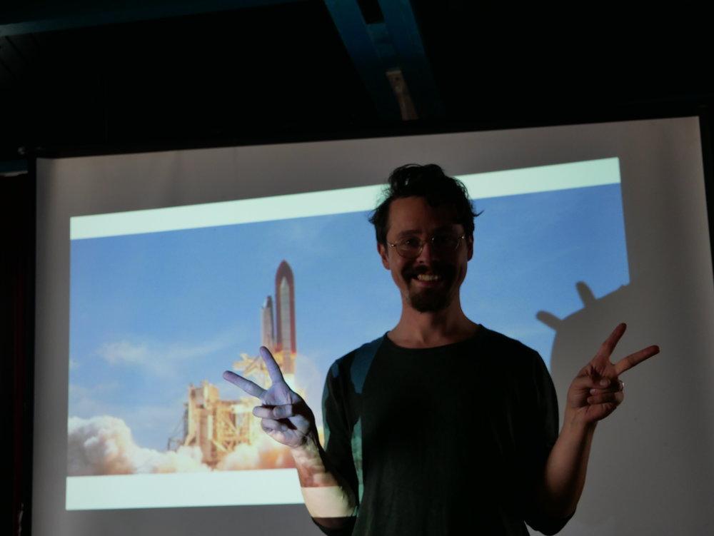 Chandar is blij met de succesvolle lancering. Foto: Cripta Scheepers