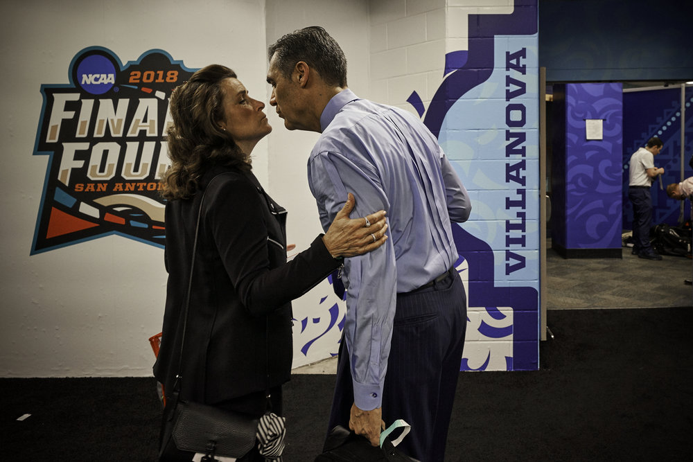 Villanova head coach Jay Wright gets a kiss from his wife Patricia as the team arrives at the Alamodome.   Sony A7rIII, Sony 12-24mm f4G