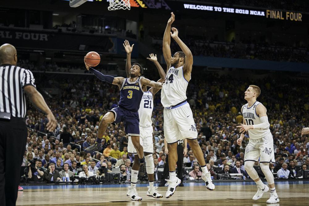 Michigan's Zavier Simpson drives to the basket against Villanova's Omari Spellman.   Sony A9, Sony 70-200mm f2.8 GM