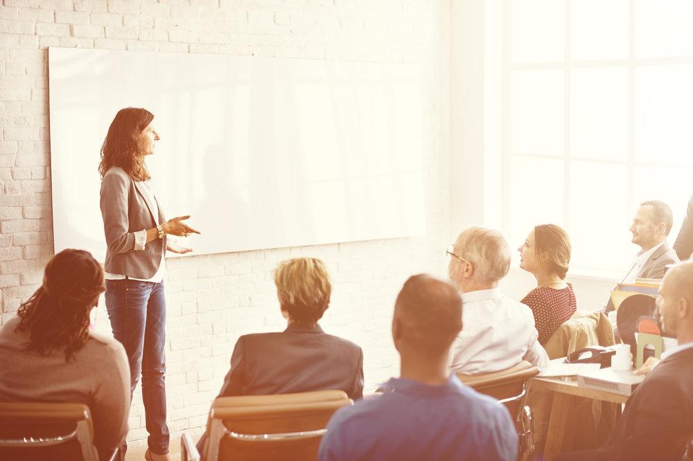 Luentoja ja työpajoja yrityksille - Suurin intohimoni on antaa inspiroivia luentoja. Varaamalla minut kickoffiin, koulutustilaisuuteen, tyhy/tyky-päivään tai tiimityöpajaan saatte taatusti inspiroivan esityksen, joka aktivoi ja herättää uusia ajatuksia! Suosittuja teemoja ovat esimerkiksi: miten tulla voittajaksi tai kuinka parantaa työmotivaatiota ja kohentaa joukkuehenkeä. Räätälöin jokaisen session osallistujien profiilin ja toimeksiantajan antamien tavoitteiden mukaan.