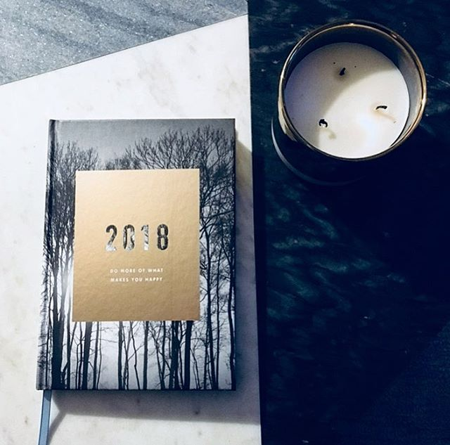 Here's to a new year full of new adventures 🙌🏻 Also, can we all take a minute to appreciate this gorgeous @kikki.k planner? Such a thoughtful gift from my love. ❤️