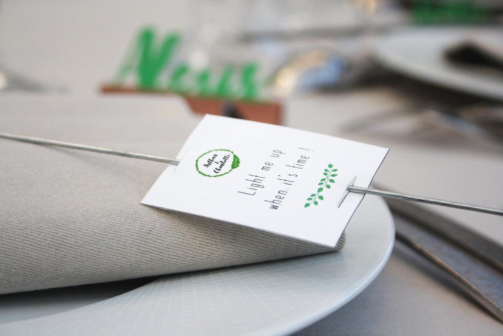 ÉTIQUETTES POUR SCINTILLANTS - / Design et mise en forme d'étiquettes à glisser sur les cierges magiquesReprise de la charte graphique et du logo accompagné du texte 'Light me up when it's time'/ Impression et découpe de 190 étiquettes avec encoches pour le scintillant