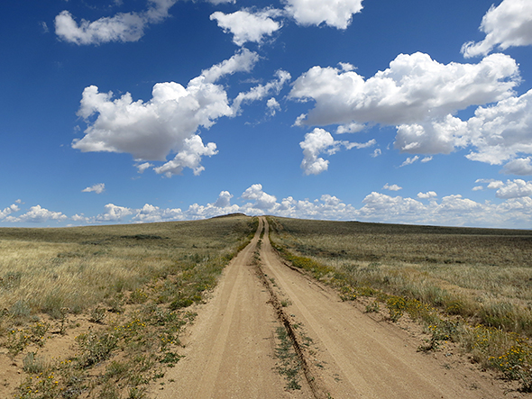 gravel-road-wyoming-590.jpg