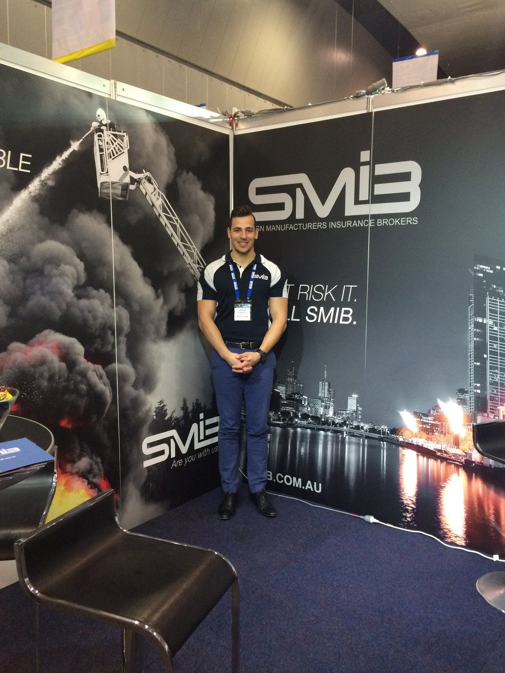 Shane again showcasing Grafico's new 3mx3m SMIB signs.