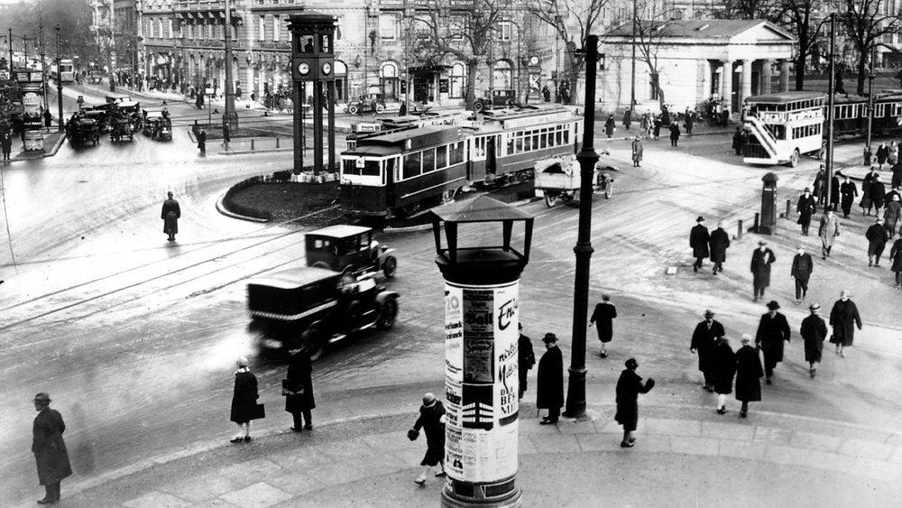 #89) Berlin: Symphony of a Great City - (1927 - dir. Walter Ruttmann)