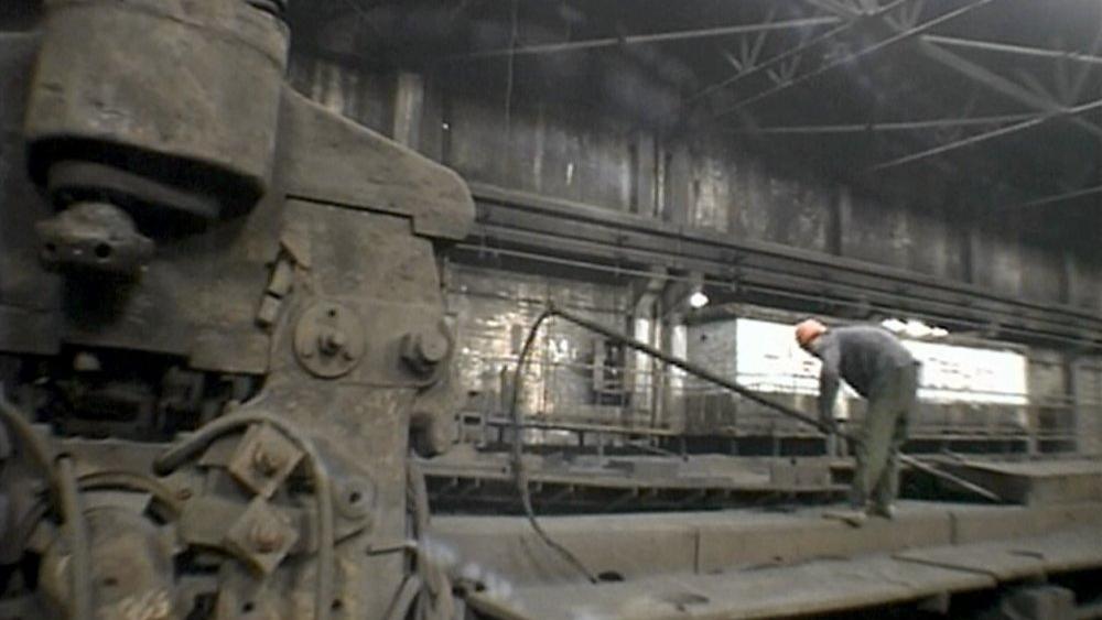 #27) West of the Tracks - (2002 - dir. Wang Bing)