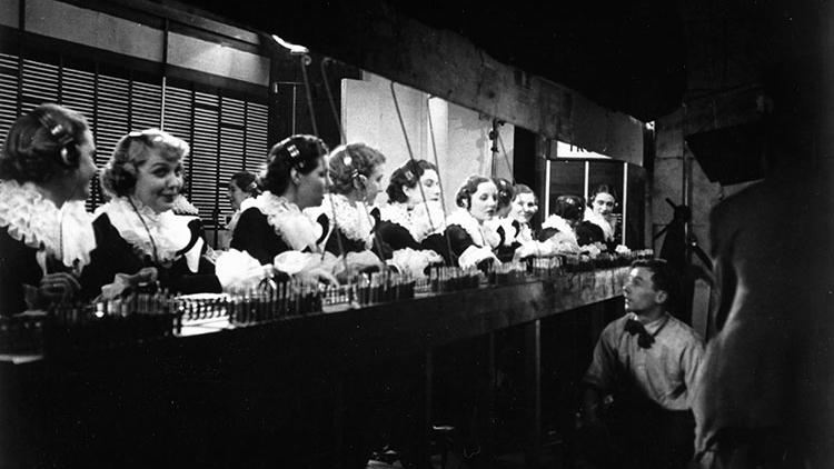 #72) Night Mail - (1936 - dir. Harry Watt, Basil Wright)