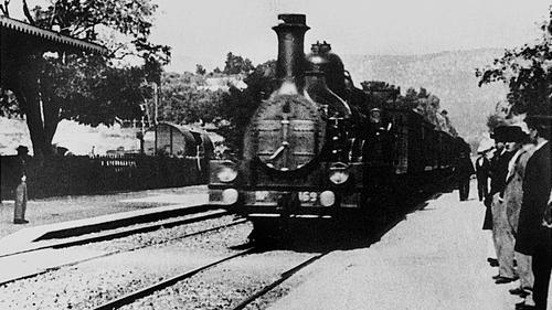 #87) Arrival of a Train at La Ciotat - (1896 - dir.Auguste & Louis Lumière)