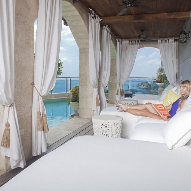 The patio of a Panama Penthouse I designed 😎 when luxury meets comfort. . . . . #comfort #luxurydesign #interiordesigners #penthouseview #penthousesuite #patiodecor #luxury