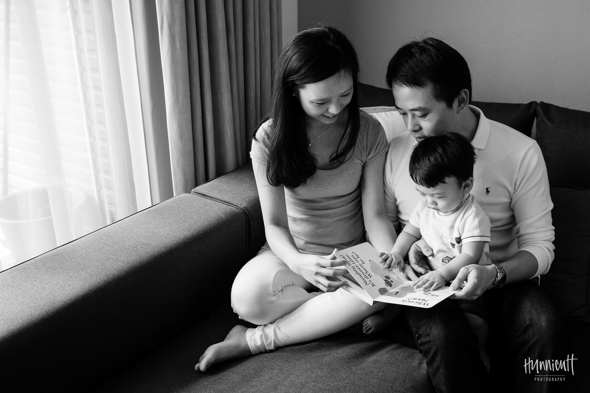 Indoor-Natural-Light-Family-HunnicuttPhotography-RebeccaHunnicuttFarren-Taichung-Taiwan-9