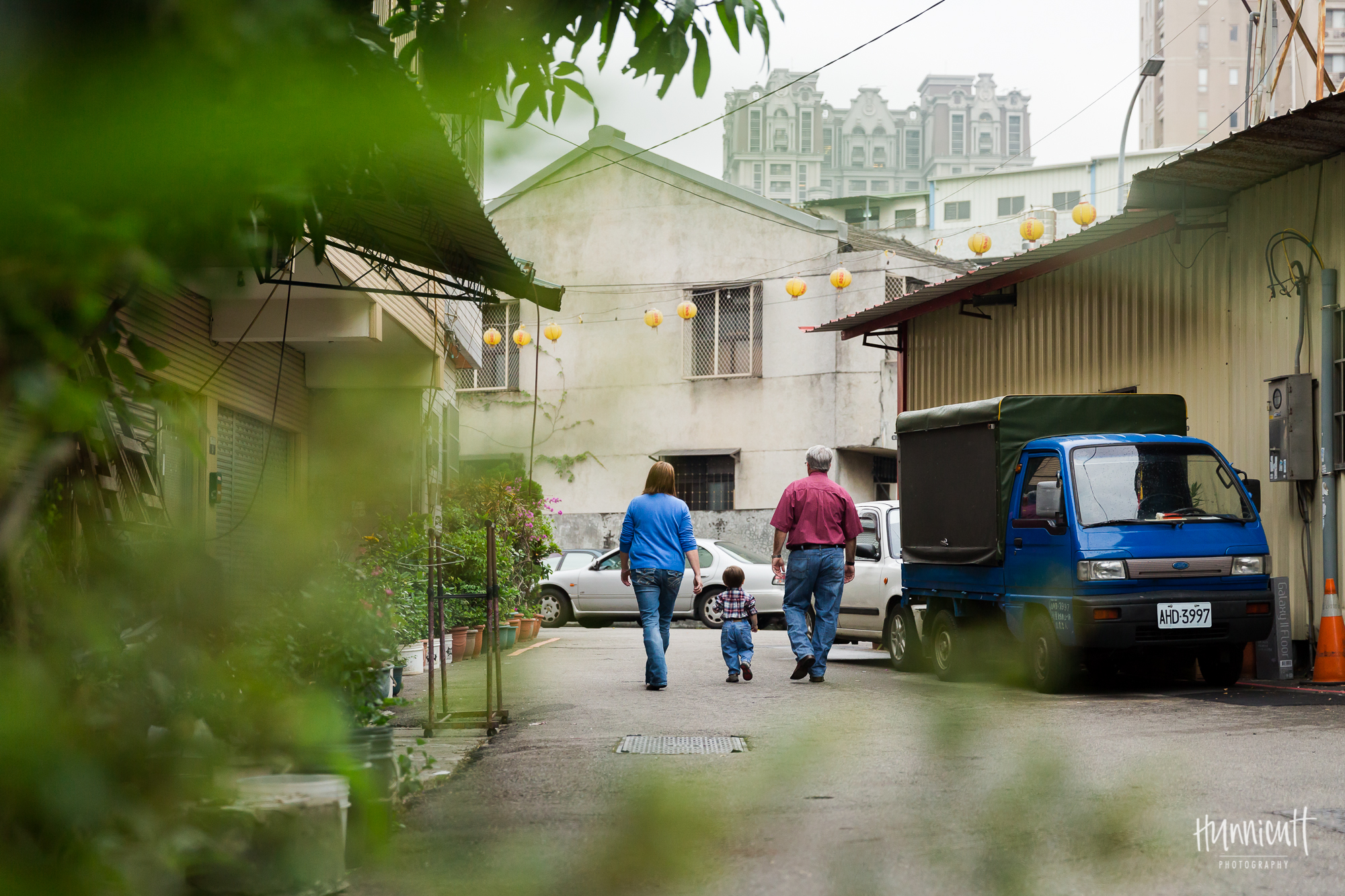 Outdoor-Modern-Urban-Family-Hunnicutt-Photography-Rebecca-Hunnicutt-Farren-Taichung-Taiwan-Exploring-Neighborhood-13