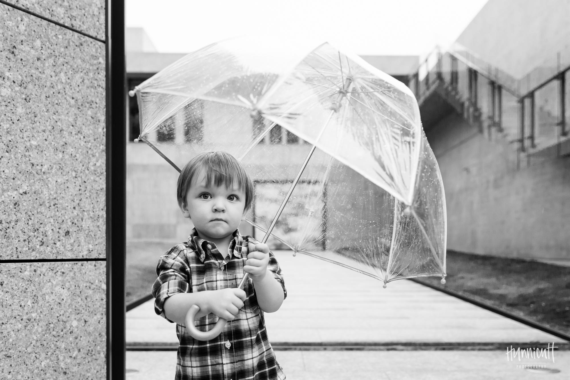 Outdoor-Modern-Urban-Family-Hunnicutt-Photography-Rebecca-Hunnicutt-Farren-Taichung-Taiwan-Exploring-Neighborhood-18