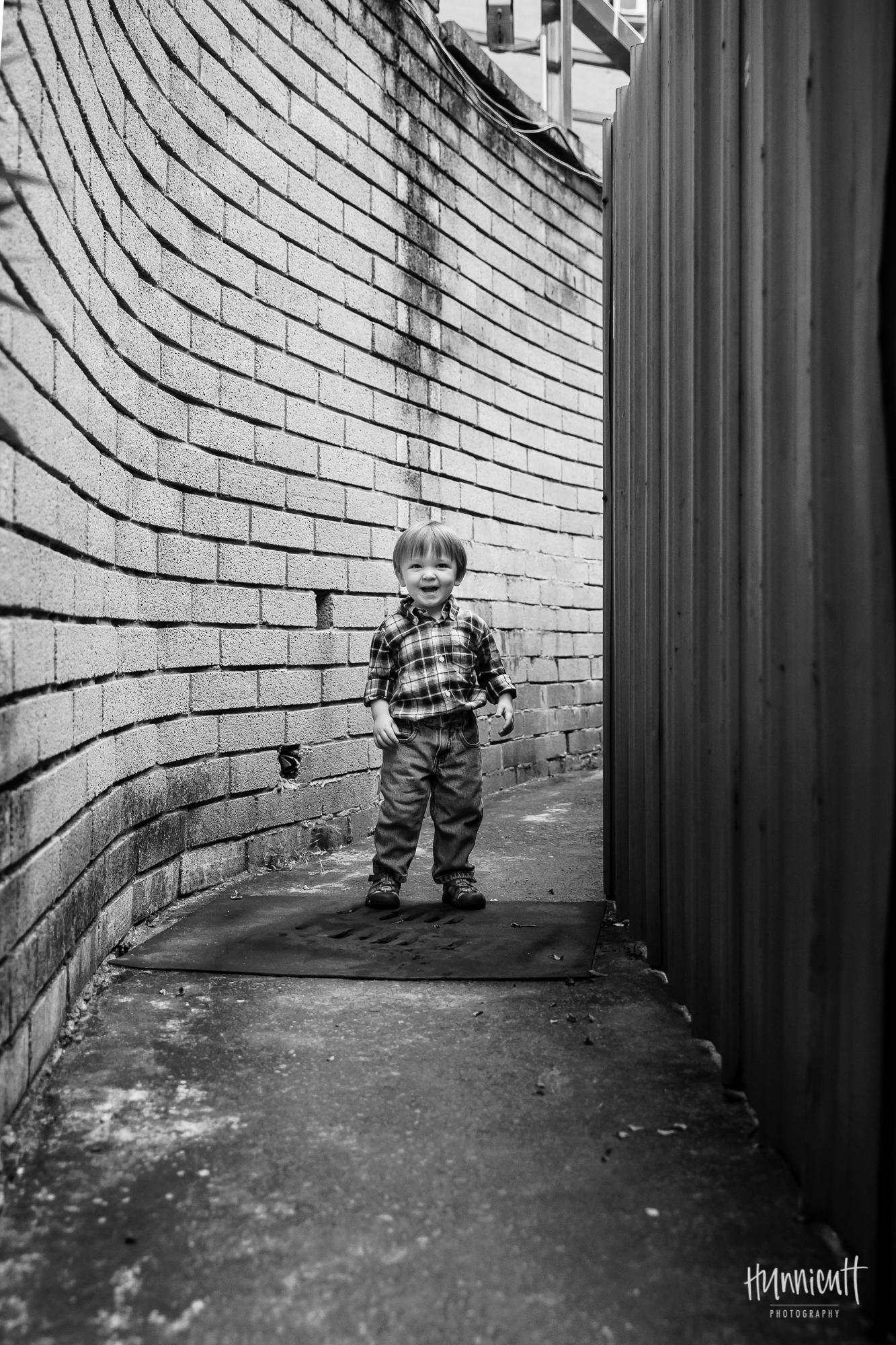 Outdoor-Modern-Urban-Family-Hunnicutt-Photography-Rebecca-Hunnicutt-Farren-Taichung-Taiwan-Exploring-Neighborhood-3