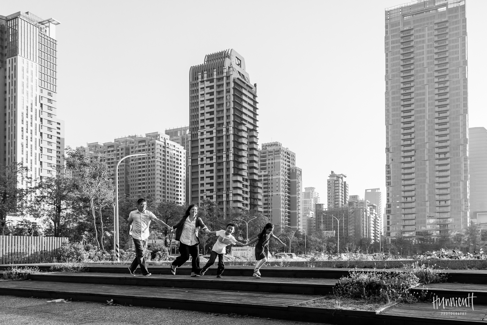 Outdoor-Explore-Neighborhood-Modern-Urban-GoldenHour-Lifestyle-Family-Photography-Taichung-Taiwan-Rebecca-Hunnicutt-Farren-Hunnicutt-Photography-23