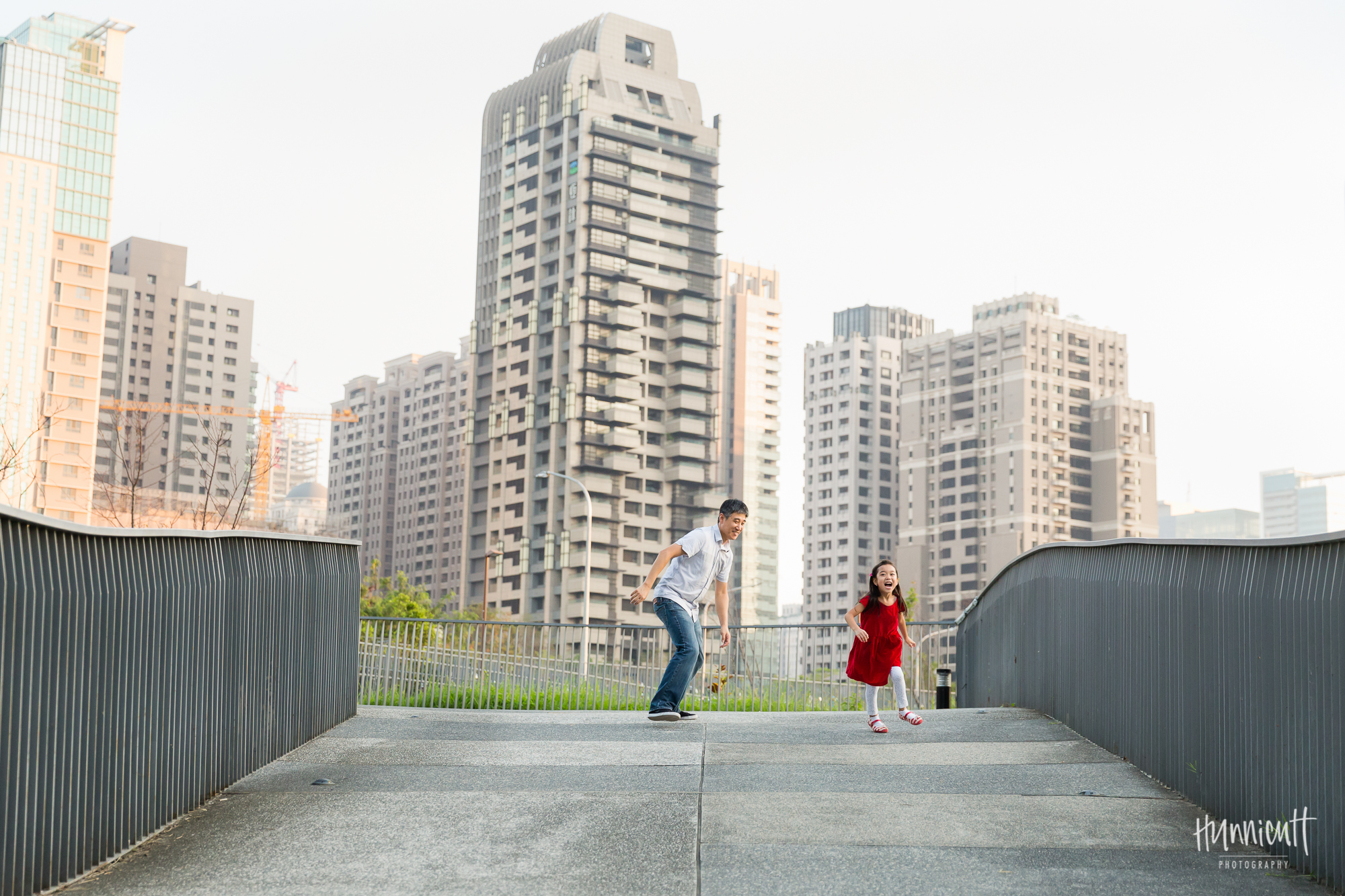 Outdoor-Explore-Neighborhood-Modern-Urban-GoldenHour-Lifestyle-Family-Photography-Taichung-Taiwan-Rebecca-Hunnicutt-Farren-Hunnicutt-Photography-30