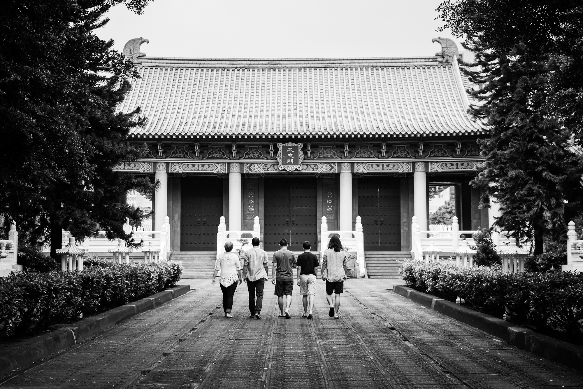 Taichung-Family-Temple-Session-Hunnicutt-3